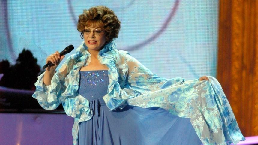 Помощница Эдиты Пьехи рассказала, что певица заменила еймать