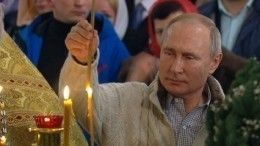 Путин присутствует наРождественской службе вСпасо-Преображенском соборе Петербурга