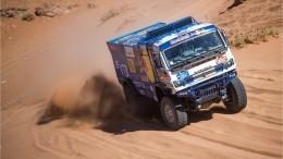 «Почувствовали сильный удар»: Сотников ополомке натретьем этапе ралли «Дакар»