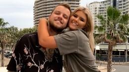 «Австралийская Кардашьян» отметила Новый год, искупавшись сбойфрендом голышом