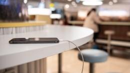 Эксперты рассказали обопасности зарядки телефона вобщественных местах