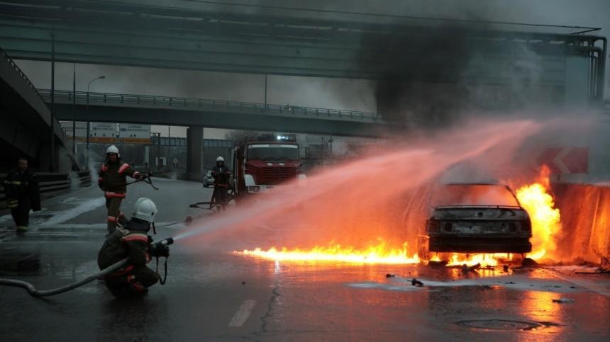 Порядка тысячи машин повреждены ваэропорту Норвегии после пожара