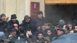 Президент Абхазии неисключил режим ЧПвстране после беспорядков