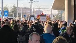 Бесхозный чемодан стал причиной массовой эвакуации аэропорта вЖеневе