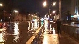 Видео: машины утопают вводе напроспекте Непокоренных вПетербурге