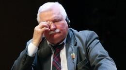 Экс-президент Польши призвал власти страны признать заслуги Красной армии