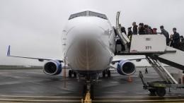 Врачи ФК«Уфа» привели вчувство потерявшего сознание пассажира самолета