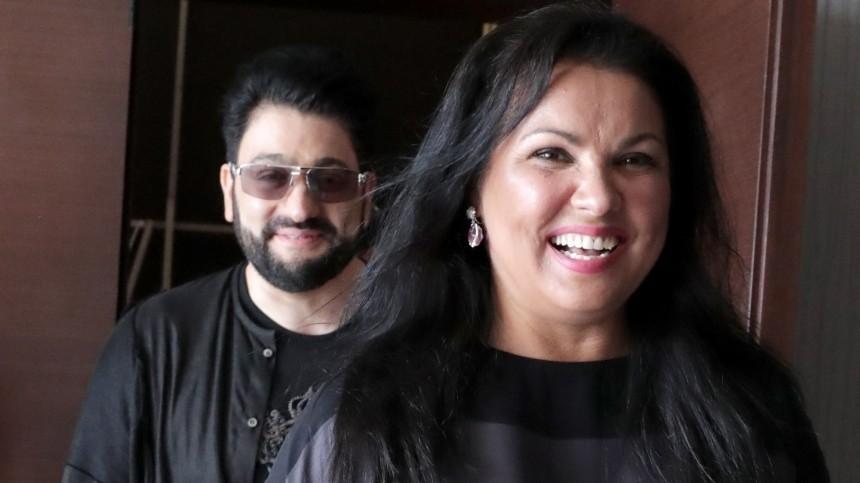 Муж Нетребко опроверг отказ выступать наодной сцене сармянской певицей