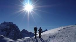 НаЭльбрусе альпинист чудом выжил после падения свысоты почти пяти тысяч метров