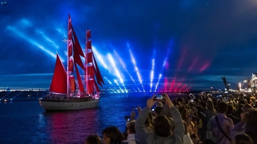 Открытка с«Алыми парусами» стала популярным новогодним поздравлением вЕвропе