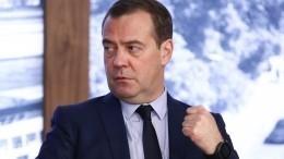 Медведев объяснил, почему правительство должно уйти вотставку