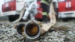 Автомобиль сгазовыми баллонами вспыхнул натрамвайных путях вПетербурге