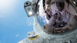 Женщины-астронавты заменили аккумуляторы наМКС воткрытом космосе
