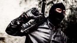 Камеры зафиксировали момент попытки вооруженного ограбления банка вПетербурге