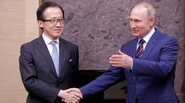 Владимир Путин назвал поступательным развитие отношений сЯпонией