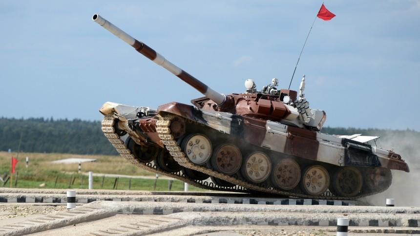 Видео: Индийский Т-72 эффектно встал надыбы перед трибуной созрителями