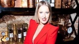 «Йожимся изожимся»: Ксения Собчак показала упругие ягодицы назанятиях йогой