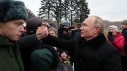 «Сней уроки делал»: Петербурженка передала привет Путину через соседа