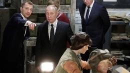 Владимир Путин ознакомился спанорамной экспозицией оВеликой Отечественной войне