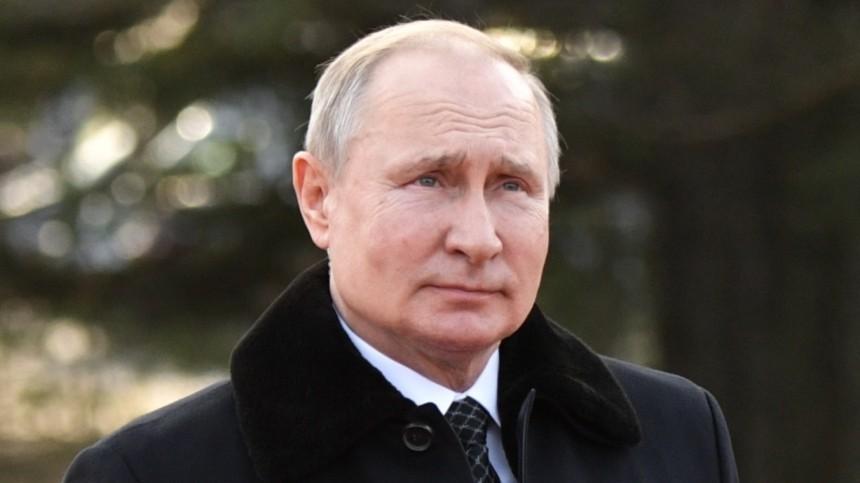 Видео: Петербуржцы смогли сфотографироваться сПутиным наулице