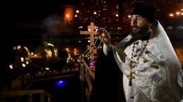 Жители Петербурга иМосквы встречают Крещение Господне