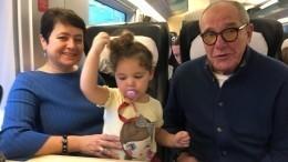 «Славная девчушка!» 80-летний Эммануил Виторган показал редкое видео сподросшей дочкой