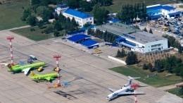 Самолет совершил аварийную посадку вКраснодаре из-за неубранной стойки шасси