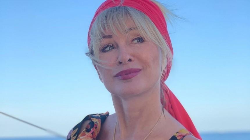 «Фигура девочки»: Вика Цыганова взакрытом купальнике восхитила фанатов