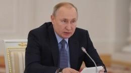 Путин: руководители медучреждений недолжны получать больше рядовых врачей