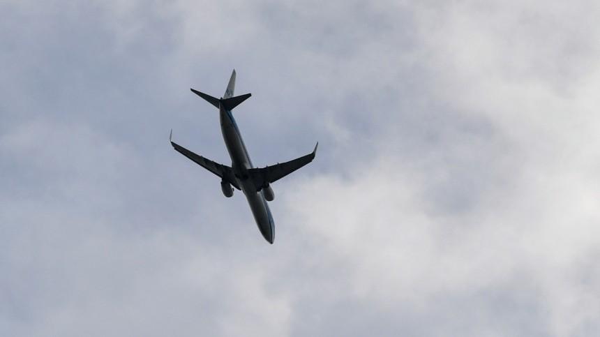 Самолет, летящий изПетербурга вМурманск, вернулся ваэропорт вылета