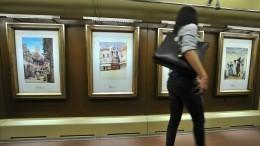 Мужчина, сломавший ногу при попытке украсть картину вПетербурге, попал навидео