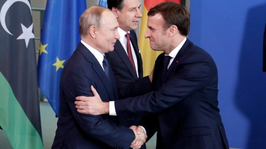 Путин вИзраиле обменялся рукопожатиями сМакроном ипринцем Чарльзом
