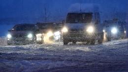 Массовые аварии вПетербурге произошли из-за снегопада— видео