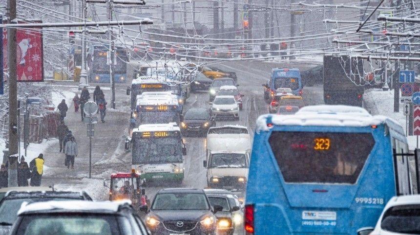 Первый снег выпал вПетербурге, аНовосибирск утопает всугробах