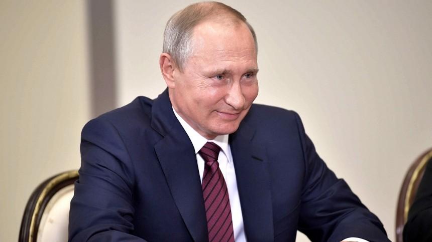 Путин восхитил палестницев, подняв упавшую фуражку солдата почетного караула