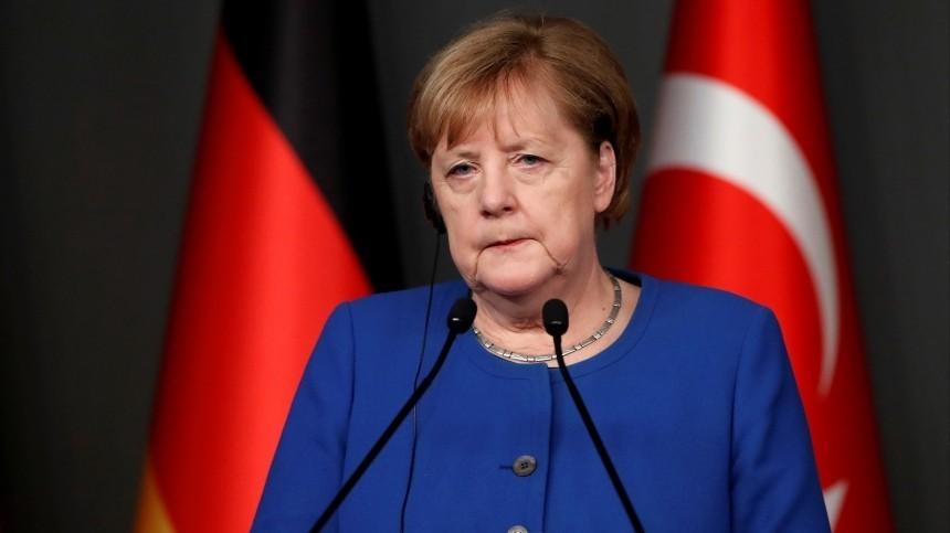 «Свет мой, зеркальце»: Меркель обрадовалась подаренному Эрдоганом аксессуару