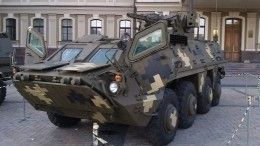 Украинские военные получили новые БТР сдырками вброне