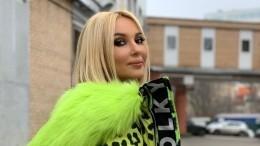 Видео: Лера Кудрявцева приклеила накладные ресницы налоб