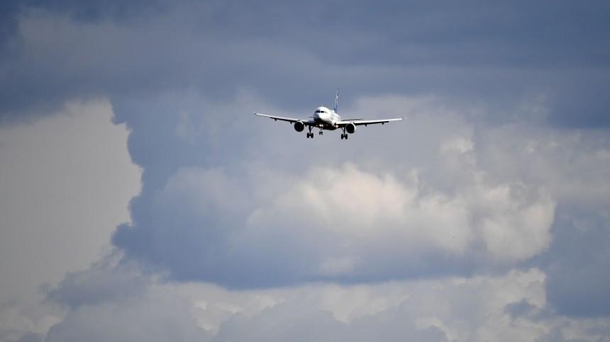 Пассажирский самолет экстренно сел вТегеране