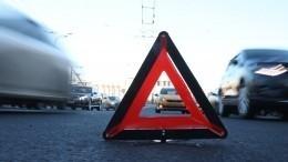 Видео: иномарка сбила пешехода ивлетела встолб после ДТП вПетербурге