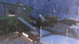 Видео сместа аварии савтобусом и15 пострадавшими вПермском крае