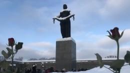 Мемориальную плиту финансистам блокадного Ленинграда открыли наПискаревском кладбище