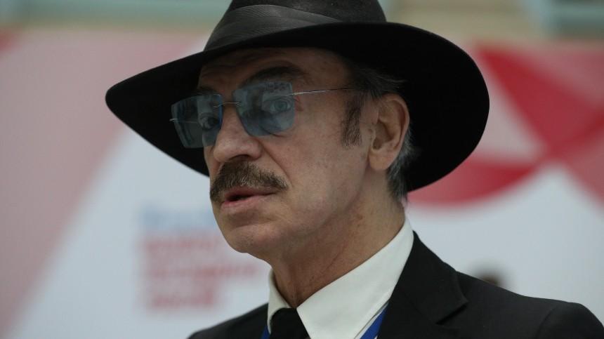 Поклонники неузнали Михаила Боярского без очков ишляпы