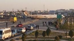 Видео: самолет спассажирами выехал нагородскую дорогу вИране
