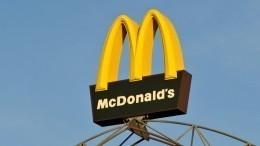 Видео: «Газель» влетела наскорости вчетыре автомобиля у«Макдональдса»