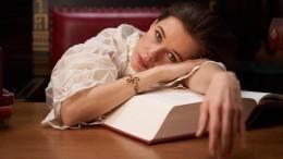 «Кровать вШереметьево?»— Шпица выложила постельное фото вбелье