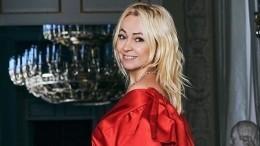 «Очень вкусная!»— Яна Рудковская впервые отведала черную икру изАзербайджана
