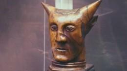 Самая редкая скульптура Поля Гогена «Голова срогами» оказалась фальшивкой
