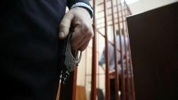 Момент побега осужденного на15 лет «строгача» преступника изсуда вНовокузнецке попал навидео