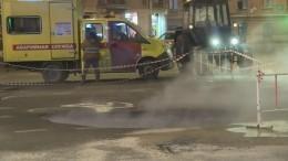 Прорыв кипятка произошел вПетербурге, взоне подтопления— несколько автомобилей